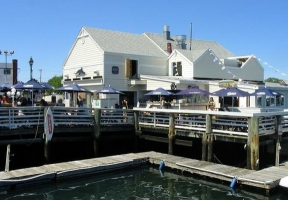 Long Island Blogger: Bracco's Oyster and Clam Bar