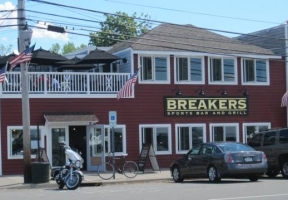 Long Island Blogger: Breakers Sports Bar and Grill