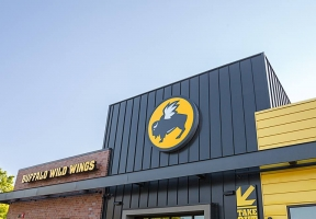 Long Island Blogger: Buffalo Wild Wings Grill and Bar